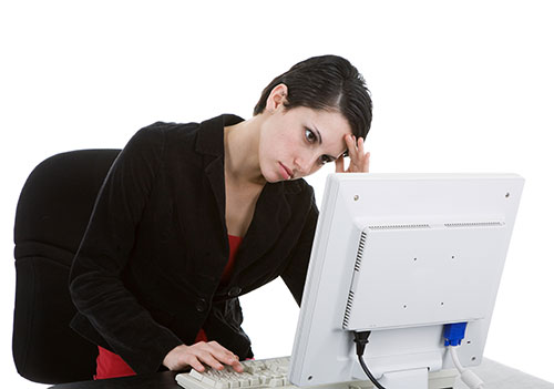 Upset lady in front of a computer